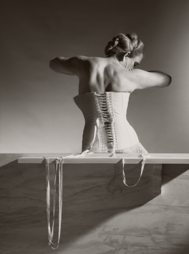 Horst P. Horst / Mainbocher Corset, Paris (1939), 2014 © Sandro Miller