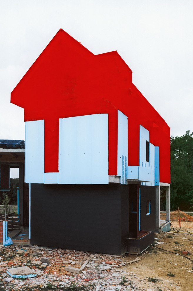 Image: Nicolás Combarro, Untitled (Spontaneous Architecture. Painted II), 2017. A photograph of a house with red paint covering the top half.